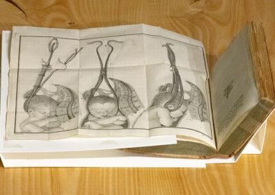 Traité sur divers accouchemens laborieux by George Herbiniaux